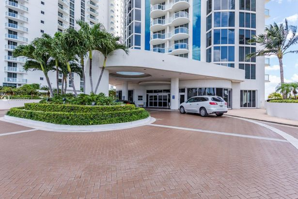 18671 Collins Ave #1903