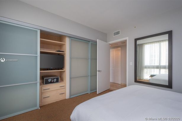 18683 Collins Ave #1406