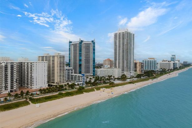 6061 Collins Ave #18F