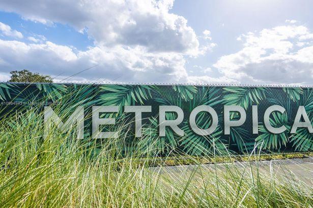 2000 Metropica Way #2611