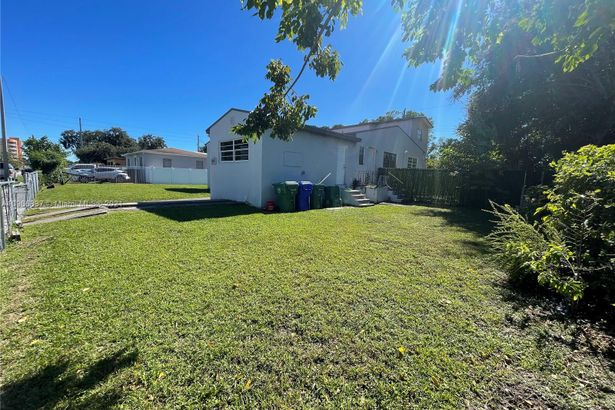 1820 NW 52nd St