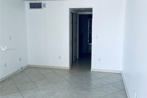 1228 West Ave #1015