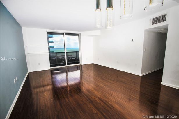 10275 Collins Ave #933