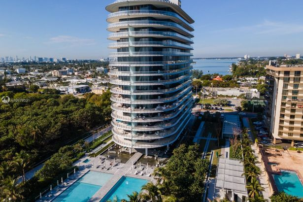 8701 Collins Ave #601