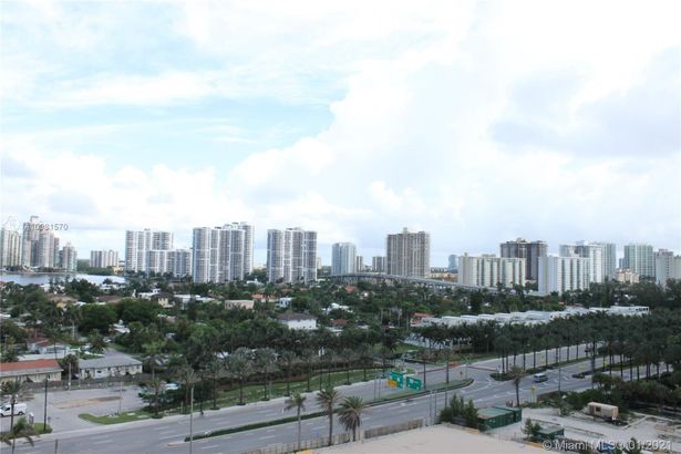 18683 Collins Ave #1204