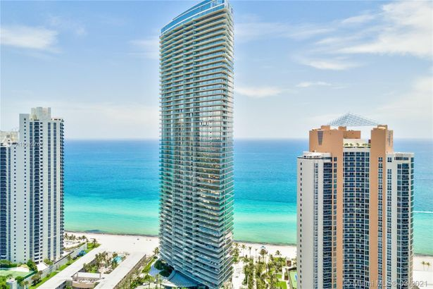 18975 Collins Ave #5202