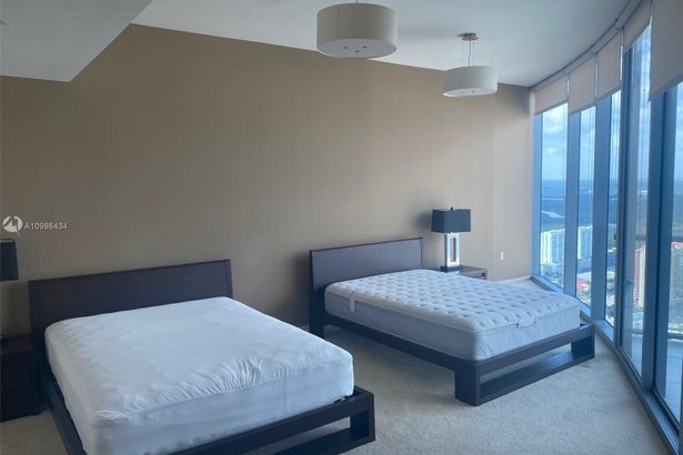 17001 Collins Ave #4905