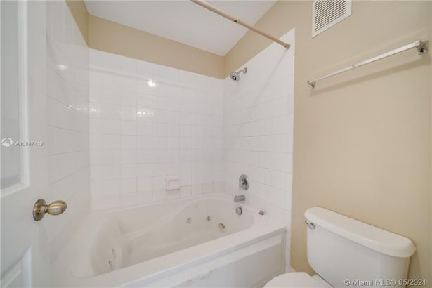 20863 NW 2nd St #20863