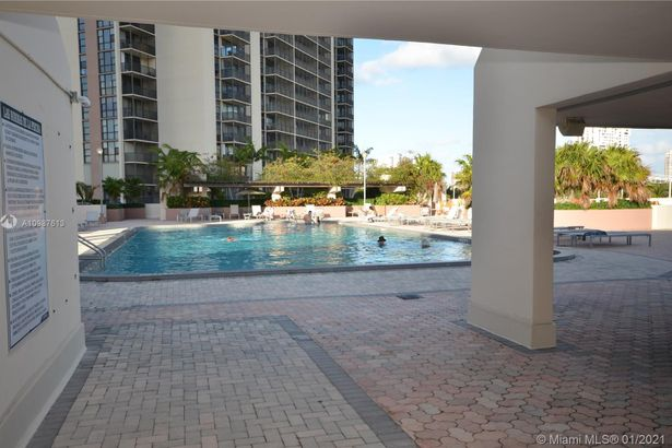 20335 W Country Club Dr #1709