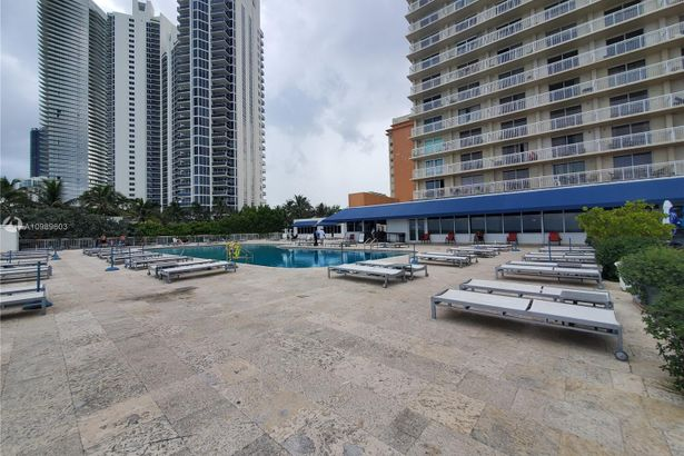 19201 Collins Ave #302