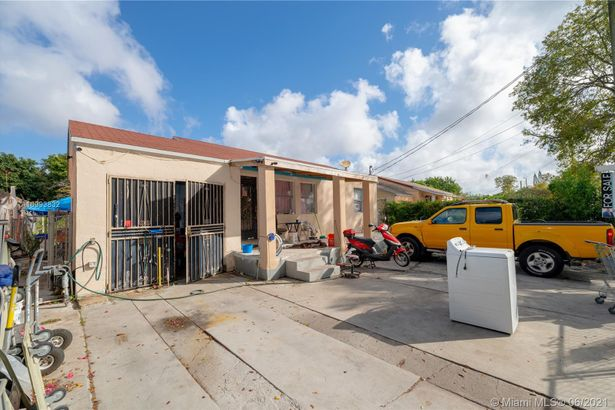 2537 NW 29th St
