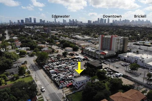 1590 NW 38th St