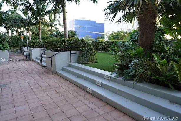 1749 NE Miami Ct #603