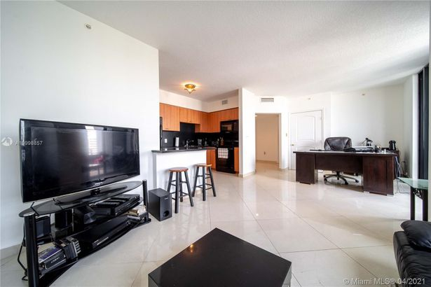 1330 WEST AVE #905
