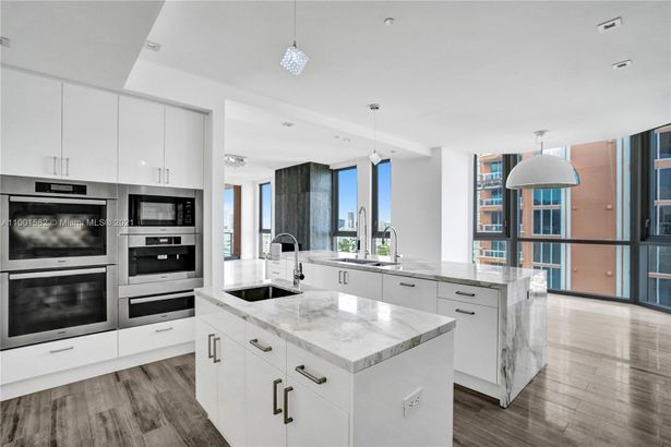 17749 Collins Ave #801