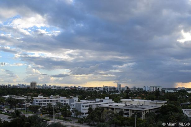 10275 Collins Ave #728