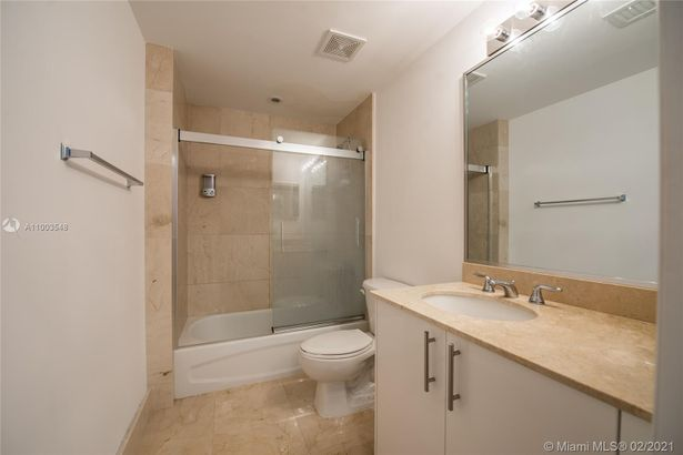 2701 SW 3rd Ave #702