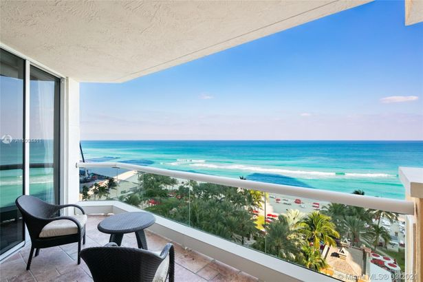 17875 Collins Ave #1005