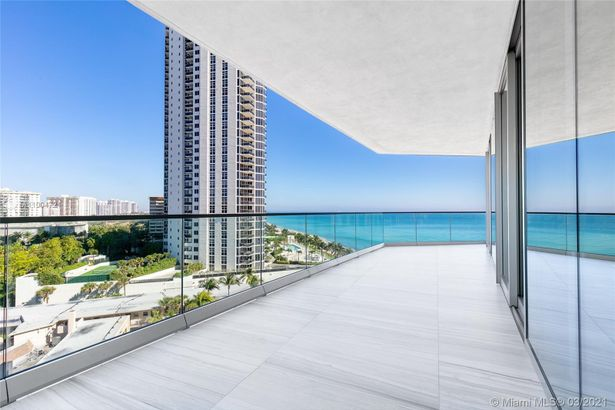 18975 Collins Ave #600