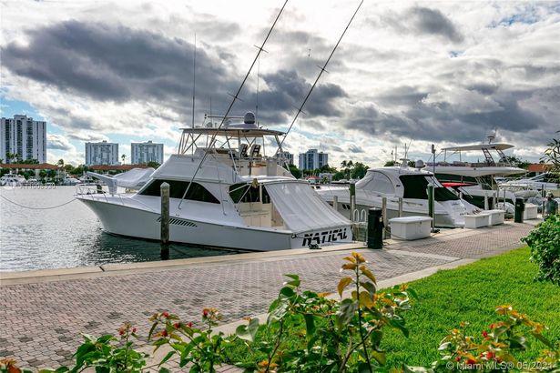 3640 Yacht Club Dr #401