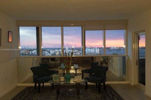 10275 Collins Ave #1528