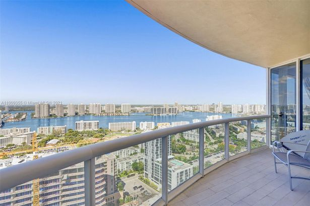17555 Collins Ave #3401