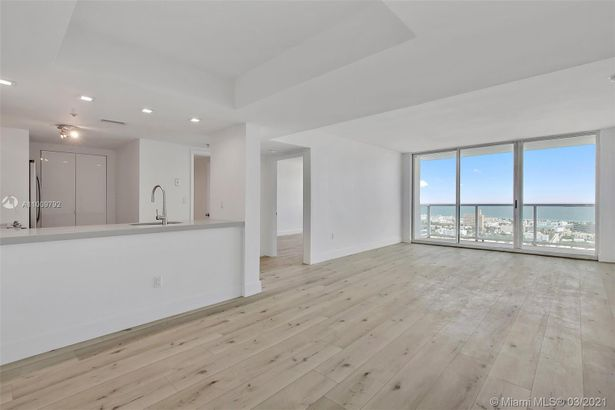 650 West Ave #2904
