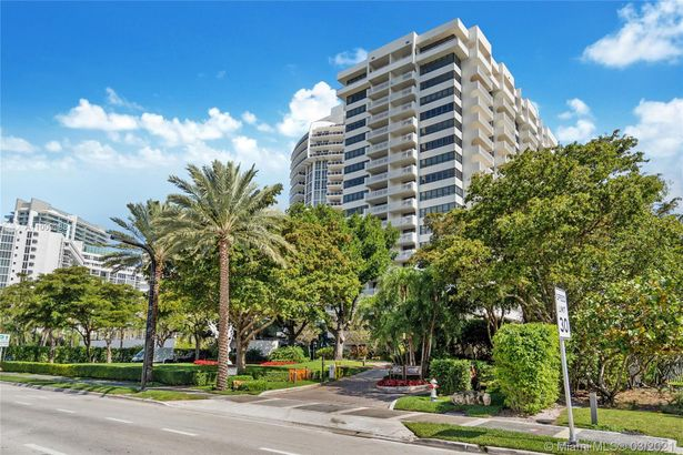 10205 Collins Ave #102