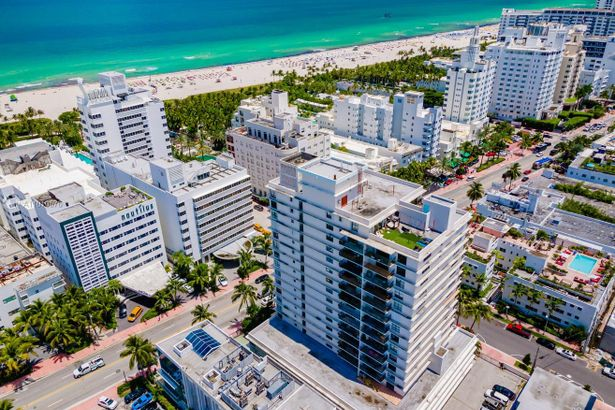 1800 Collins Ave #4H
