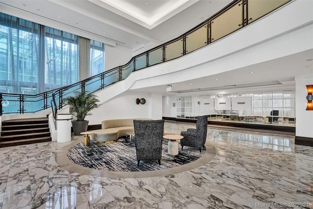 4391 Collins Ave #802