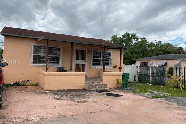 1640 NW 113th Ter
