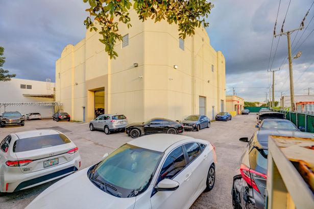 8050 NW 58 st