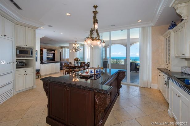 7102 Fisher Island Dr #7102