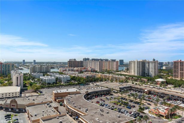 16901 Collins Ave #1802