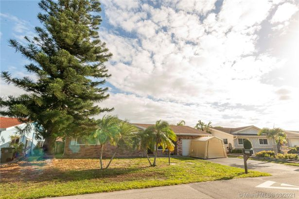 3322 NW 69th Ct