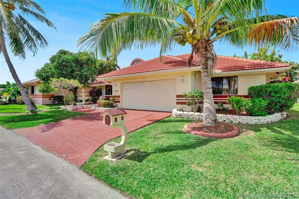 3955 NW 75th Ter