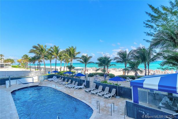 18683 Collins Ave #1402