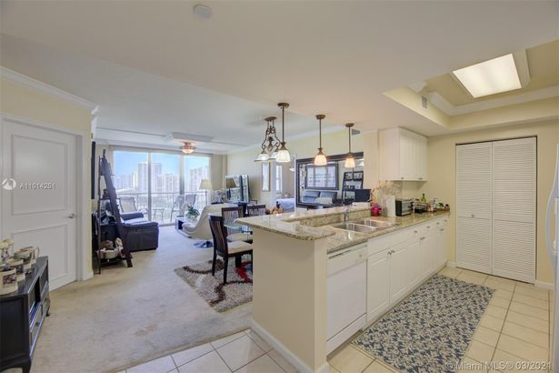 19501 W Country Club Dr #1615