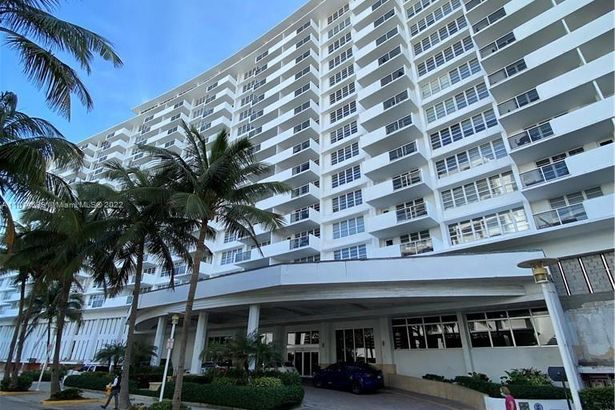 100 Lincoln Rd #1243