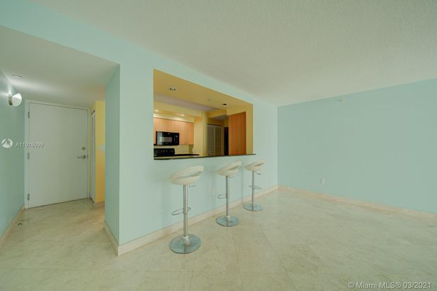 6917 Collins Ave #607