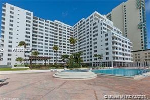 5005 Collins Ave #106
