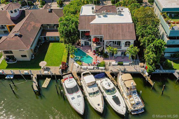 70 Isle Of Venice Dr #202