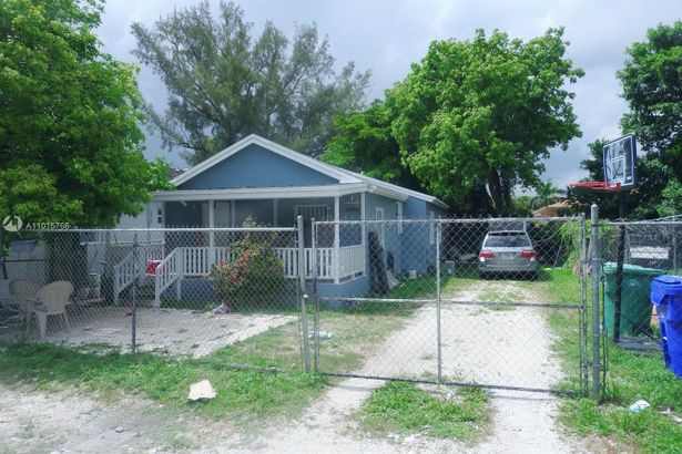 1463 NW 70th St