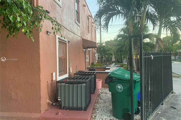 1085 NW 24th St