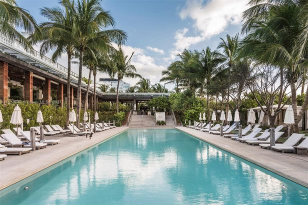 2901 Collins Ave #901
