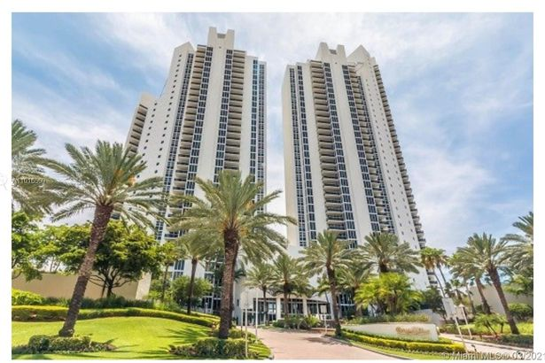 19111 Collins Ave #3403