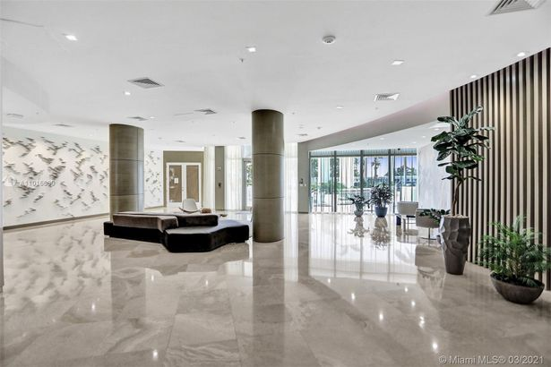 10275 Collins Ave #830