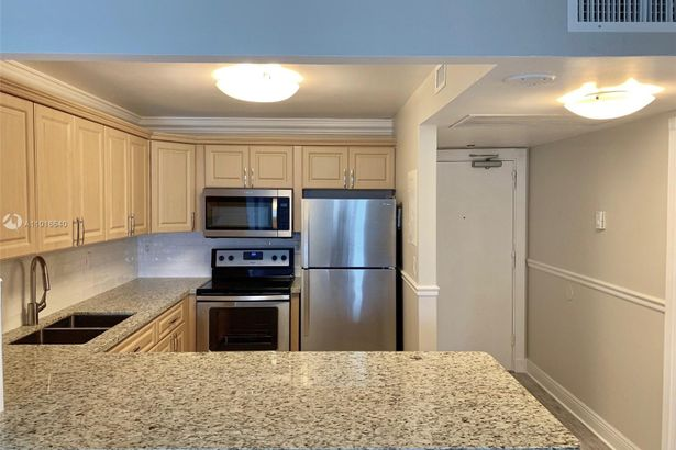 2301 Collins Ave #535