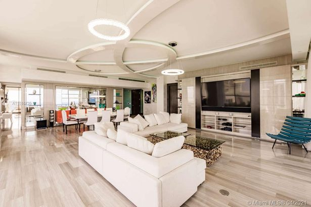 17749 Collins Ave #2802