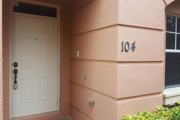1033 NE 17th Way #104